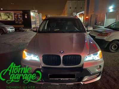 BMW X5 E70, замена линз на Bi-led Diliht Triled + кольца F-style - фото 23