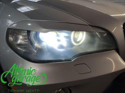 BMW X5 E70, замена линз на Bi-led Diliht Triled + кольца F-style - фото 4