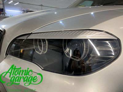 BMW X5 E70, замена линз на Bi-led Diliht Triled + кольца F-style - фото 13