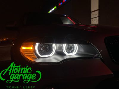 BMW X5 E70, замена линз на Bi-led Diliht Triled + кольца F-style - фото 21