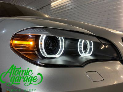 BMW X5 E70, замена линз на Bi-led Diliht Triled + кольца F-style - фото 15