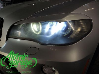 BMW X5 E70, замена линз на Bi-led Diliht Triled + кольца F-style - фото 5