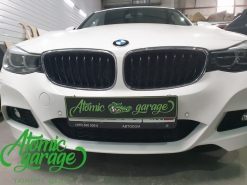 BMW 3 GT, установка защитной сетки радиатора в бампер