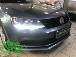 Volkswagen Jetta 6, установка линз Bi-Led Optima Pro + двухрежимные лампы