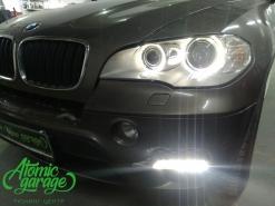 BMW X5 E70, замена линз на Hella 3R + штатные ДХО