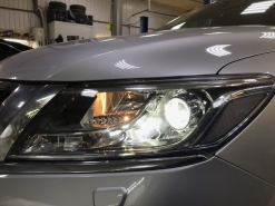 Nissan Pathfinder R52, установка линз Bi-led Optima Pro