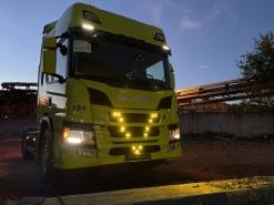 Scania P440, установка ходовых огней и подсветки кузова