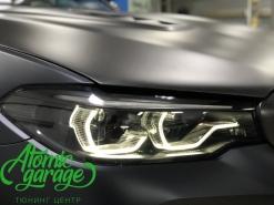 BMW M5 F90, покраска масок фар